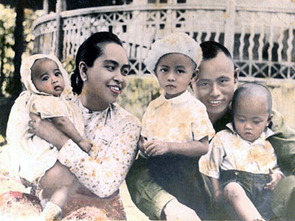 ung-san-with-his-wife-and-children-1946-on-the-left-his-daughter-the-later-noble-prize-laureate-aung-san-suu-kyi